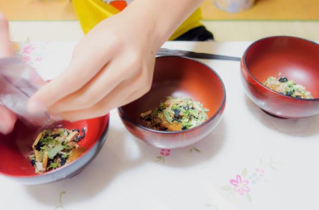インスタント味噌汁を作る