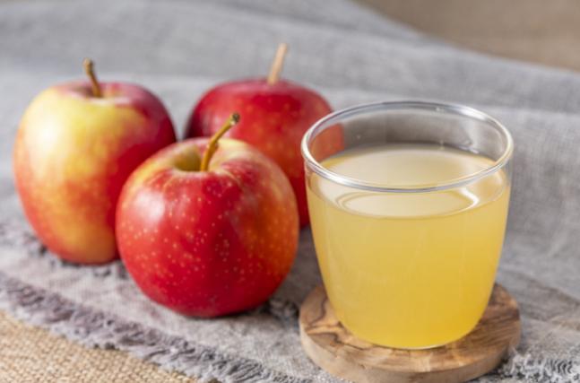 搾りたてのリンゴジュース